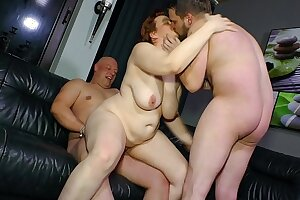 REIFE SWINGER - Threeway copulation for mature German BBW lady