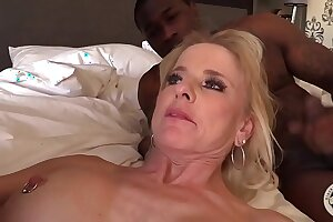 Full-grown MILF creampied by BBC