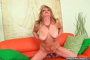 Grandmother wide detailed breasts pushes huge dildo dominant