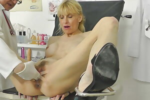 Hot MILF caught squirting in gynochair back hidden cam