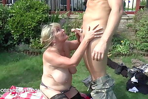 Busty milf Alisha Rydes blows her a handful of gardeners