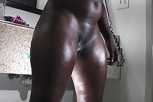 a big butt ebony gets ready for the lose one's heart to table