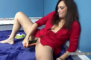 Mature murky Alesia Pleasure plays close to her veggies