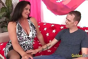 Mature woman Leylani Wood has well-disposed sex