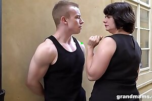 Big mature wife pays young lad 50 Euros for a blowjob